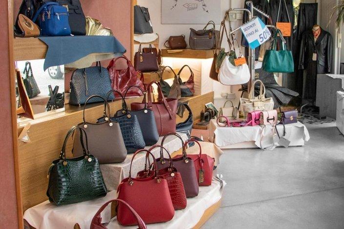 Il negozio Italian Design Pelletterie a Bueriis